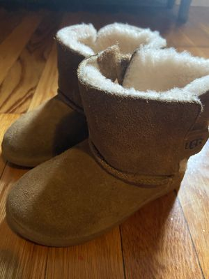 UGG, size 8 for Sale in Malden, MA