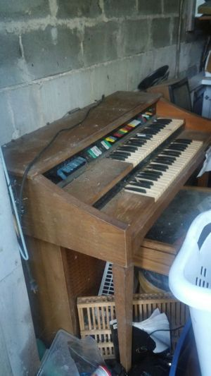 Antique Organ..church style...works..$75 for Sale in Jacksonville, FL