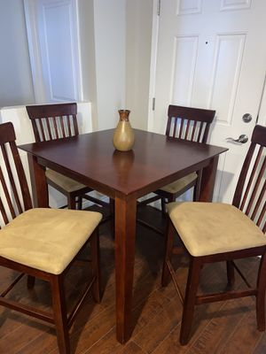 High top dining table with four chairs for Sale in North Las Vegas, NV