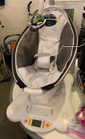 4 Moms Mamaroo Baby Swing for Sale in Normandy Park, WA