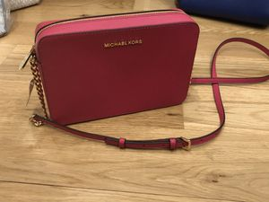 Pink Michael Kors crossbody handbag purse for Sale in Greenville, MS