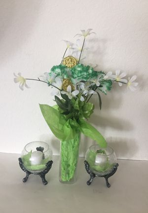 Crackle Glass Heart Shaped Vase With Candle Holders for Sale in Palmdale, CA