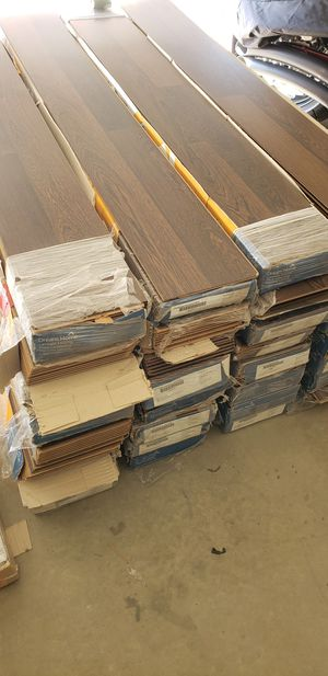 825sf² brand new laminate flooring for Sale in West Covina, CA