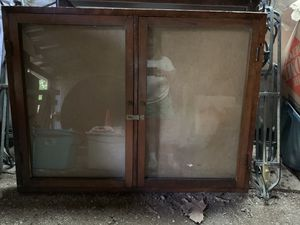 Glass enclosed case for Sale in Smithville, MO