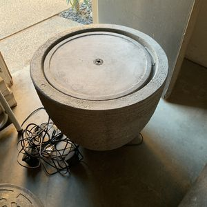 Campania Stone Ledge Water fountain with LED for Sale in Fresno, CA