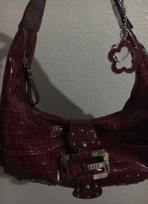 Cartera rojo oscuro nueva , marca Guess for Sale in Hialeah, FL