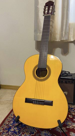 Classical Acoustic Guitar - Beautiful condition - New strings for Sale in Escondido, CA