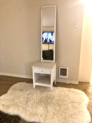 Nigt Stand /Mirror and rug for Sale in Kent, WA