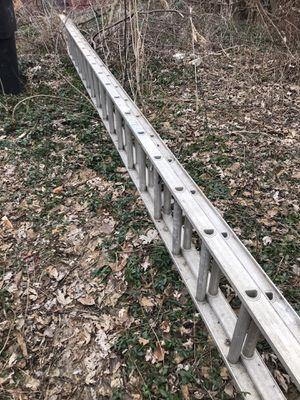 40 ft ladder aluminum 30dollars for Sale in Detroit, MI