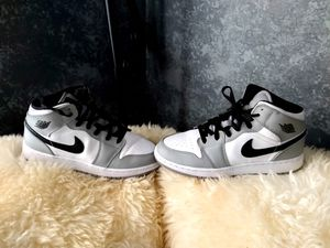 Jordan 1 Mid Light Smoke Grey (GS), size7y for Sale in Phoenix, AZ