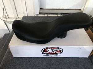 Dyna and wide glide seat day tripper 06-15 Dyna part number 75625 for Sale in Upland, CA