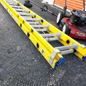 Like New Conditions 20' FT. Ladder Fiber for Sale in West Palm Beach, FL