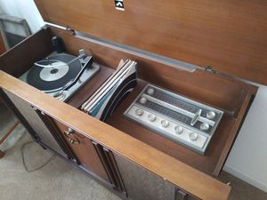 Vintage RCA Victor Victrola Console Record Player for Sale in Oakley, CA