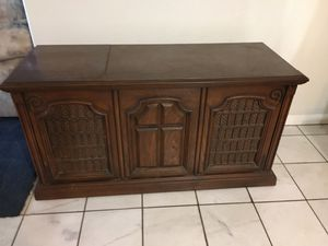 Antique 8 track and record player for Sale in Victorville, CA