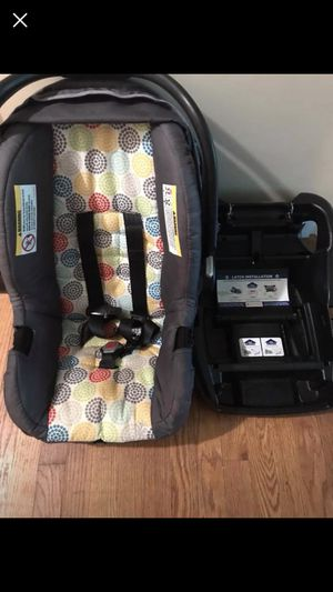 Car seat and base for Sale in Lancaster, OH