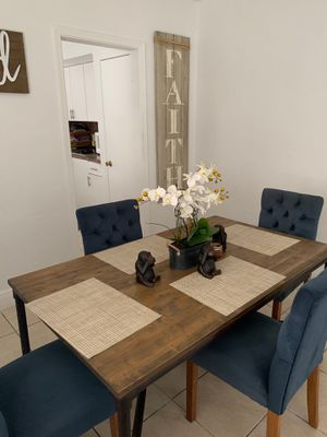 Dining room table set for Sale in Miami, FL