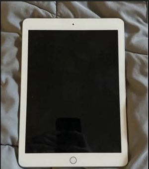 iPad 5th Generation. 32GB. Great Condition for Sale in Queens, NY