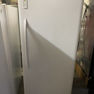 21C.U. Frigidaire Frost Free Freezer 1 week money back guarantee (cleaned and tested) for Sale in Mountlake Terrace, WA