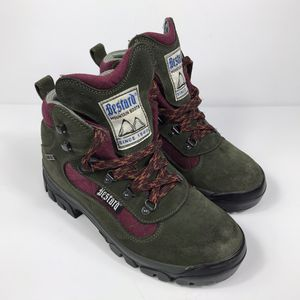 Men's Bestard Outdoor Active goretex Vibram Hiking Boots Size 6 for Sale in Sioux Falls, SD