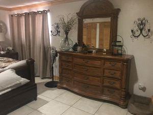 King bedroom set for Sale in Miami, FL