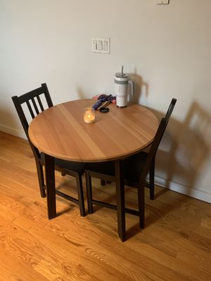 Round Kitchen Table and Chairs for Sale in Brooklyn, NY