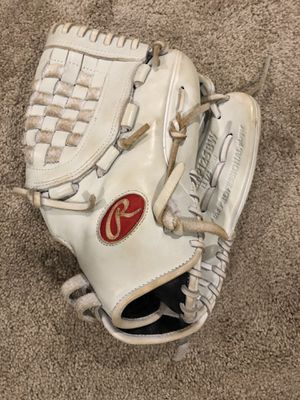 Softball glove for Sale in Glen Burnie, MD