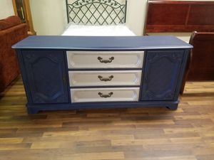 Dresser chest of drawers Broyhill for Sale in Tulsa, OK