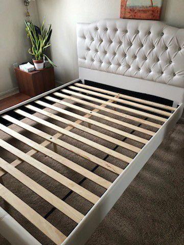 Brand New Queen BedSet Complete