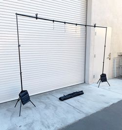 New in box $35 Backdrop Stand Photography Background w/ Clips, Carry & Sand Bag (Adjustable 6.5' tall x 10' wide) for Sale in Whittier,  CA