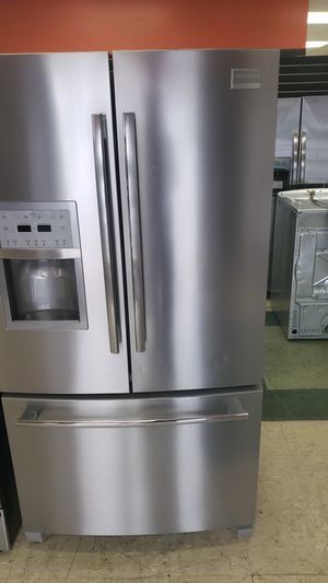 Frigidaire counter depht refrigerator clean for Sale in Aurora, IL