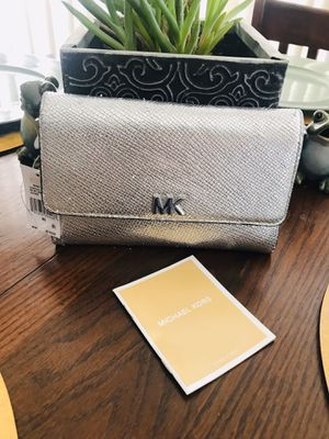 NWT Authentic Michael Kors multi function wallet seven with five 4 1/4 Heights by 1 1/2 depth does have some slight pilling other than that excellent for Sale in Riverside, CA