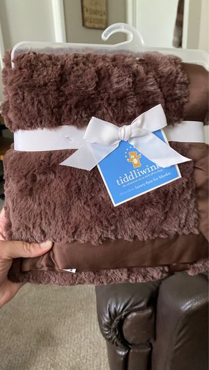 Tiddliwinks Chocolate luxury faux fur blanket for Sale in Cary, IL