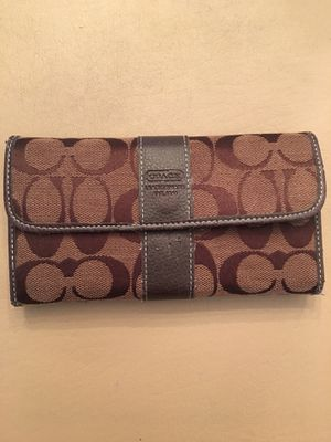 Coach. Brown Trifold Women's Wallet for Sale in Elgin, IL