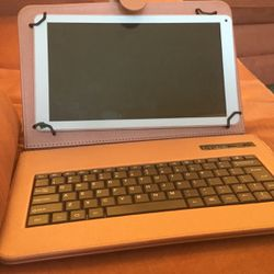 iPad With Keyboard Case COMES AITH HEADPHONES $200 for Sale in Washington,  DC