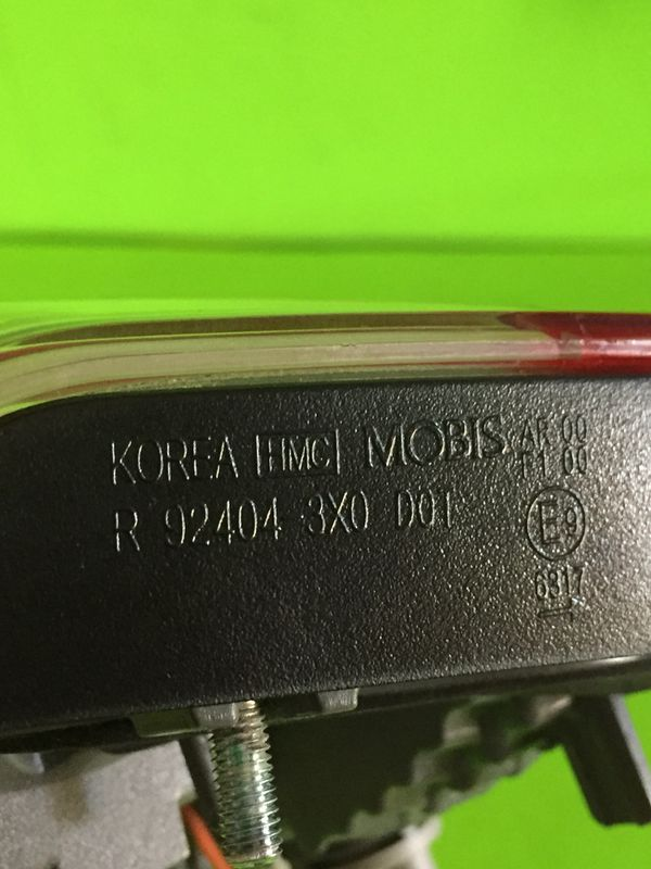2011-2013 HYUNDAI ELANTRA RIGHT/PASS SIDE OEM TRUNK LID MTD TAIL LIGHT P#92404-3X0. TAILLIGHT.