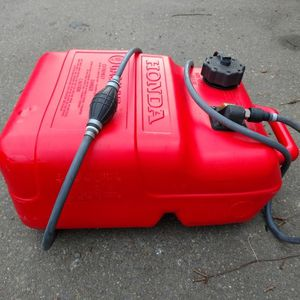 Honda 6 gal tank & hose with Honda tank fitting. for Sale in Seattle, WA
