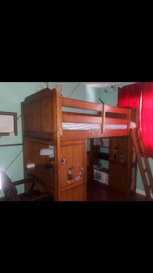 Solid wood loft bunk bed with desk. Twin mattress for Sale in Pompano Beach, FL