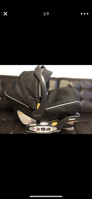 Chicco KeyFit 30 Zip Infant Car Seat in Genesis for Sale in Chicago, IL