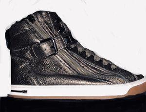 Michael Kors fashion sneakers for Sale in Santa Ana, CA