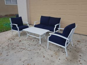 Outdoor patio furniture set with table and cushions like new for Sale in Orlando, FL