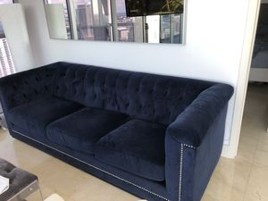 Navy Blue Velvet Tufted Couch for Sale in Miami, FL