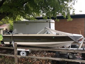 Mercury silver line boat with fishfinder radarin great condition for Sale in Grand Island, NE
