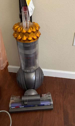 NEEDS TO GO ASAP -dyson vacuum cleaner for Sale in Houston, TX