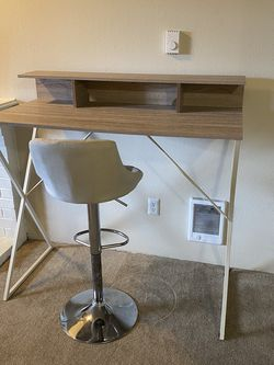 Standing Desk And Tall Stool for Sale in Federal Way,  WA