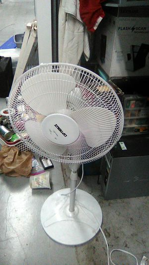 Tall Optimus circulating oscillating rotating standing tall fan White chrome for Sale in Houston, TX