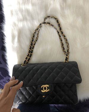 Authentic Chanel classic flap bag for Sale in West Menlo Park, CA