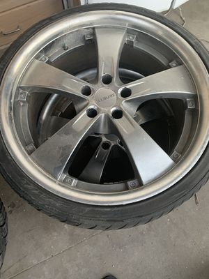 Toyota used tire with rims for Sale in Pomona, CA