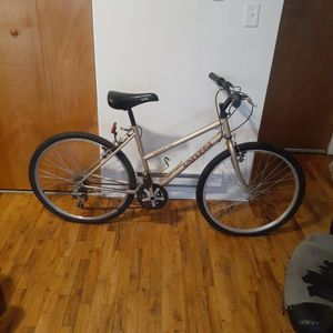 A Rover 302 Girls 12 Speed Bike for Sale in Detroit, MI