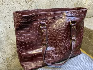 The Limited purse in Burgundy/ Wine color Women's Handbag for Sale in Gresham, OR
