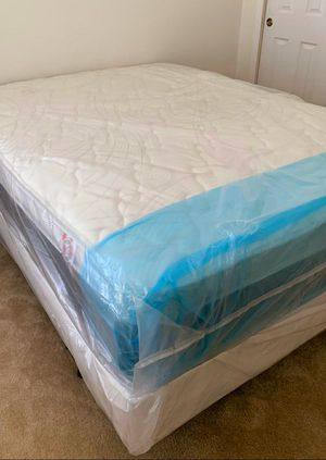NEW QUEEN MATTRESS PILLOWTOP AND BOX SPRING 2 PC. BED FRAME IS NOT INCLUDED for Sale in Greenacres, FL
